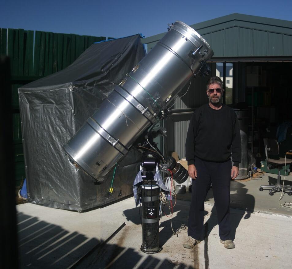 卫斯理和他的反射式望远镜的合影